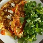 Omelet met paprika en geitenkaas